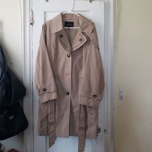 BRAND NEW W/O tags London Fog trench coat
